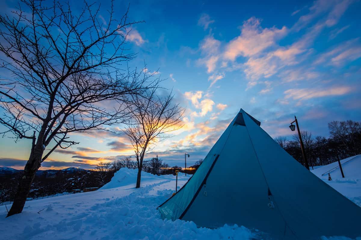 雪中キャンプ スノーシュー