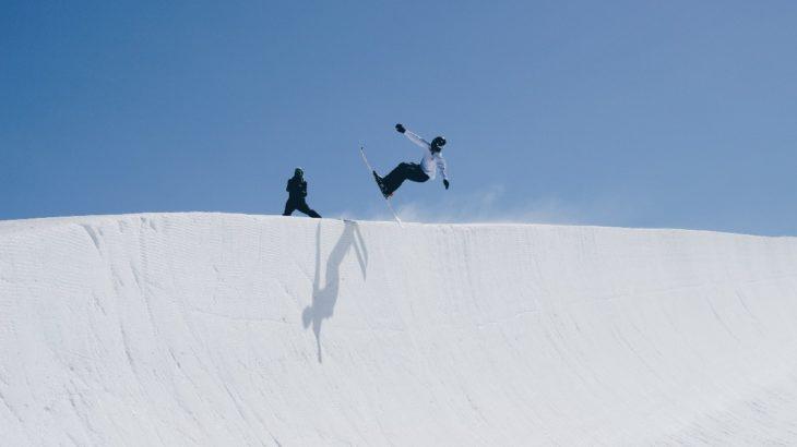 スノボのハーフパイプで必要な装備や技術とは?楽しめるスキー場もご紹介