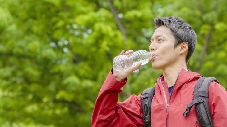冬の水分補給はアウトドアやスポーツでも必須!その理由と水分摂取の目安とは?