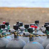 ダイビング基礎知識|ダイビングで使うのは酸素ボンベそれとも空気タンク?