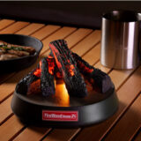 焚き火ガジェット「FireWood Home」は火を使わずに本格的な炎と音が楽しめる