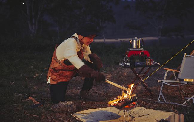 ソロキャンプ用の焚き火台