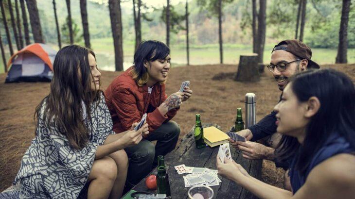 キャンプにおすすめのテーブルゲーム15選!手軽に遊べて子どもも大人も盛り上がるゲームを紹介!