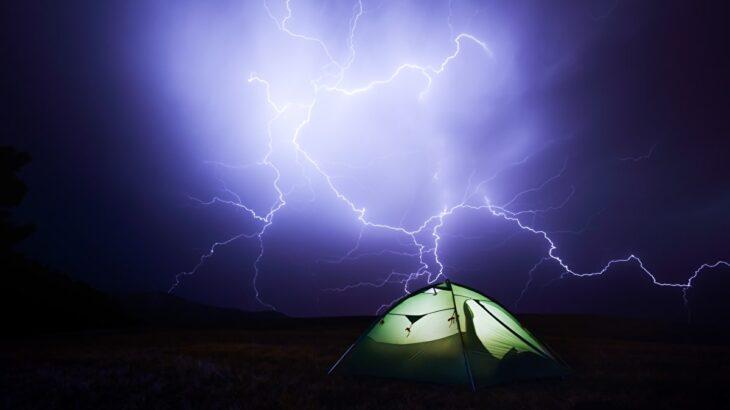 キャンプで雷!?意外と多いキャンプ時の落雷被害への対策特集