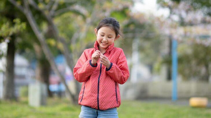 子どもにアウトドアブランドの服がおすすめの理由は?季節ごとの選び方もご紹介