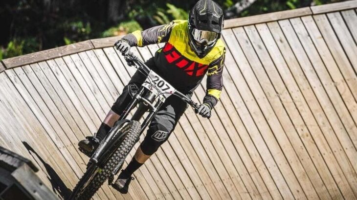 マウンテンバイクに乗るならリスクを低減するフルフェイスヘルメットを選ぼう!